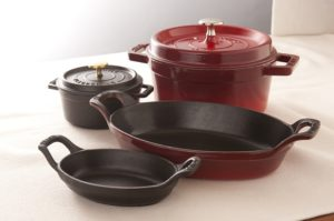 Cast Iron Vs Enamel Dutch Ovens Similarities And Differences